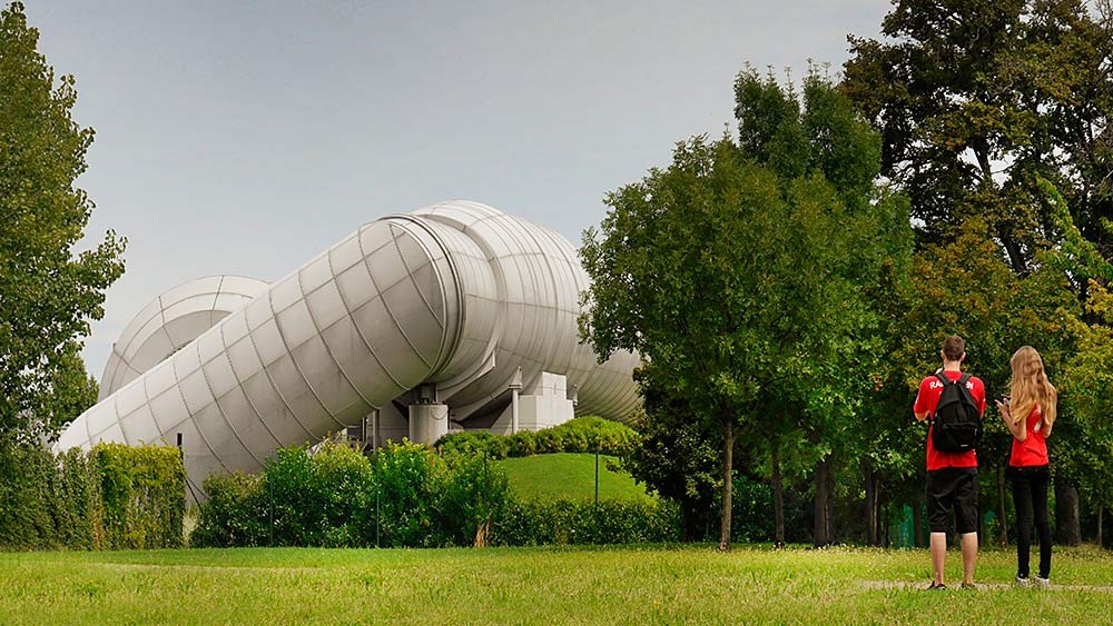NEW ITALY - Arch. Renzo Piano, Galleria del Vento, Maranello
